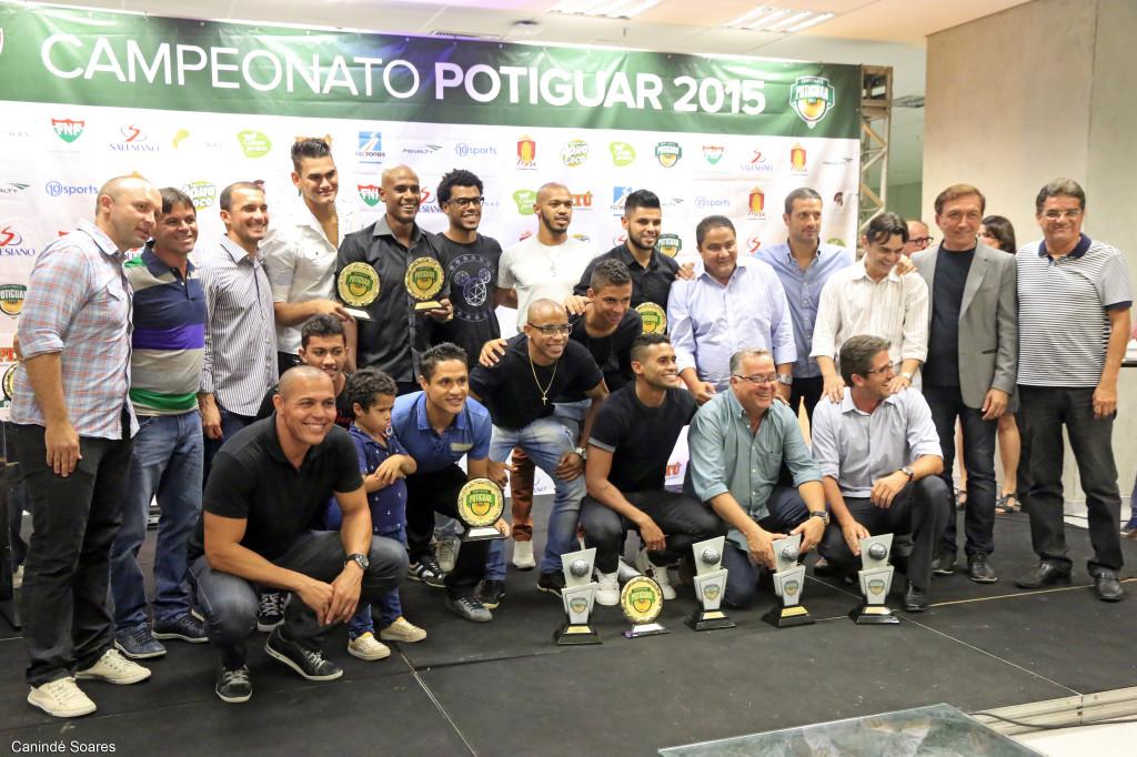 Alvinegros premiados festejam as conquistas (Foto: Canindé Soares)